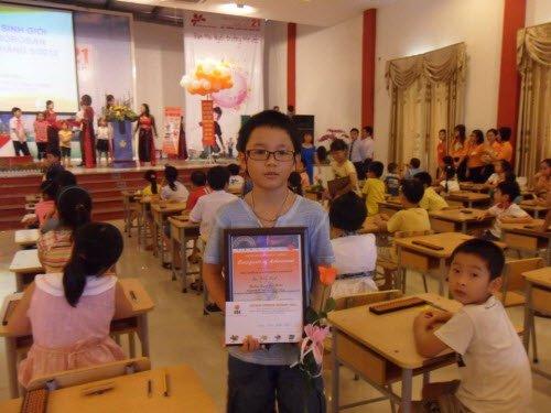 Trao giải cho học sinh xuất sắc