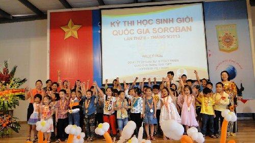 Trung tâm KML Long Biên nhận kỷ niệm chương