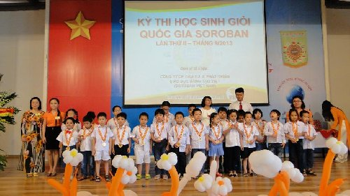 Trung tâm Ban Mai nhận kỷ niệm chương
