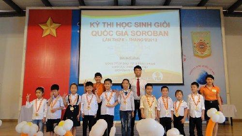 Trung tâm Vietkids và Gia Lâm  nhận kỷ niệm chương