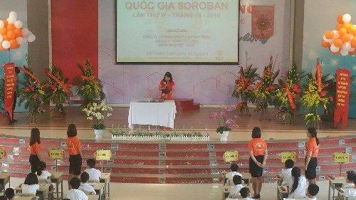 Phó Giám Đốc Phí Thị Minh Hằng đọc nội dung quy chế thi HSG Quốc Gia 2015