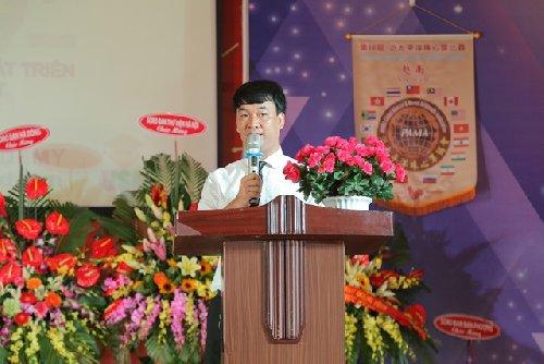 Mr Trần Xuân Thủy - Giám đốc Soroban VN đọc diễn văn khai mạc kỳ thi HSG 2017