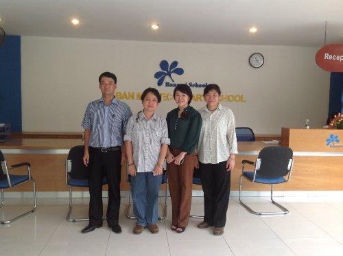 Đồng sáng lập Soroban Singapo bà Phyilly Wong và bà Amanda Yên Chiu Jung cùng Soroban Việt Nam thăm  cơ sở Soroban Ban Mai